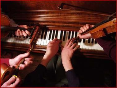 hands_instruments_piano